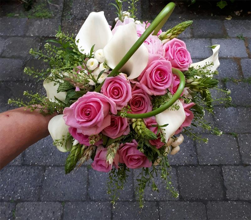 ellen-deelen-natuurlijke-bloem-creaties-bruidsboeket-met-witte-calla