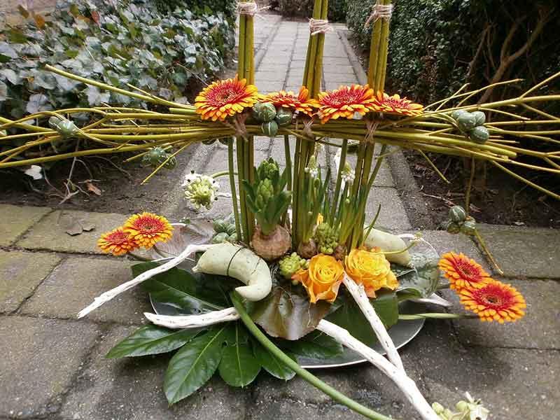 ellen-deelen-natuurlijke-bloem-creaties-vrolijk-voorjaarsstuk