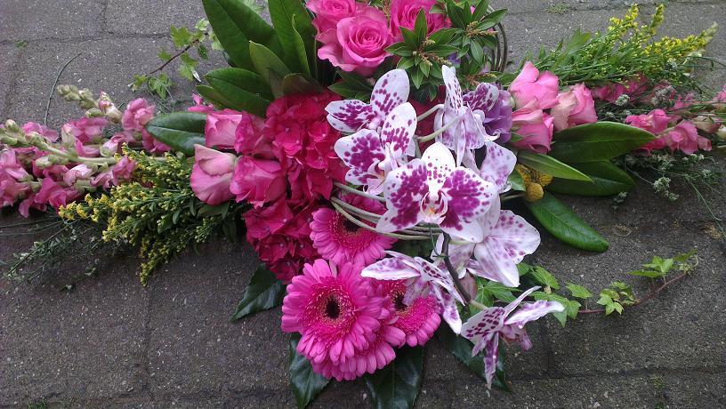 Ellen Deelen natuurlijke bloem-creaties graftoef2  roze en natuurlijke materialen