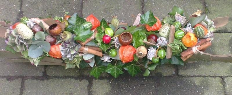 Ellen Deelen natuurlijke Bloem - creaties langwerpig herfststuk vanaf €35.00_800x329