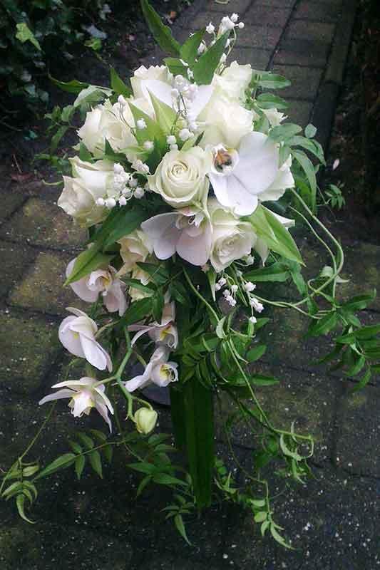 ellen-deelen-natuurlijke-bloem-creaties-bruidsboeket-wit-groen
