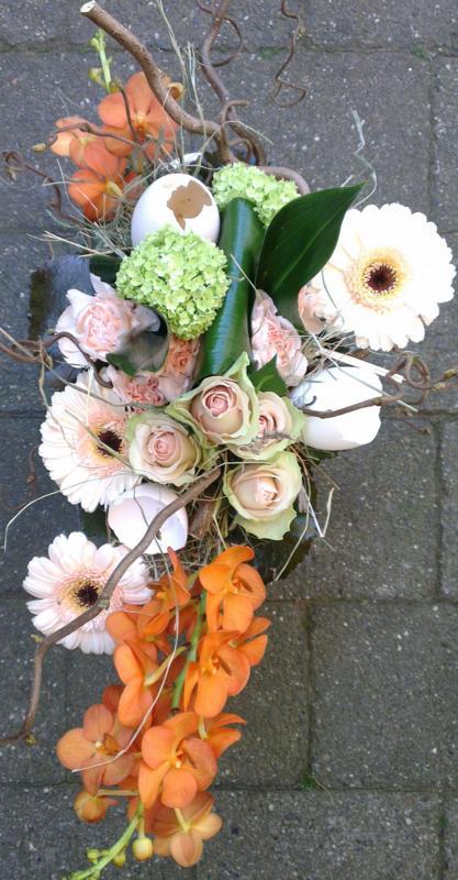 Ellen Deelen natuurlijke Bloem - creaties bloemstuk laag met seizoensitem vanaf €22.50_417x800