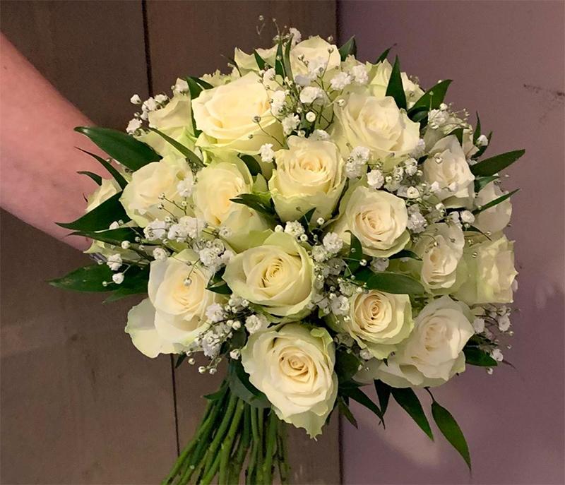ellen-deelen-natuurlijke-bloem-creaties-klassiek-bruidsboeket-met-athene-roos