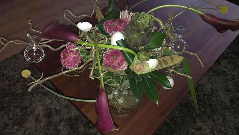 ellen-deelen-natuurlijk-bloem-creaties-paasstuk-in-tempexbol-op-hoge-vaaslaag
