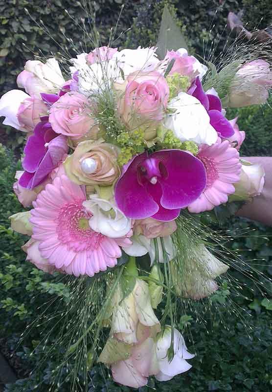 ellen-deelen-natuurlijke-bloem-creaties-bruidsboeket-fleurig