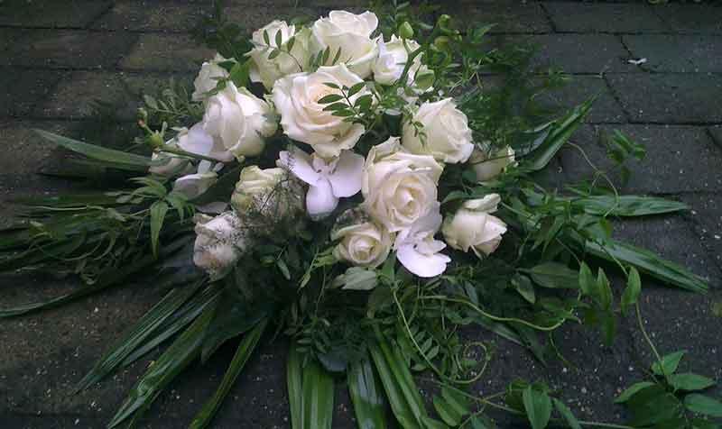 ellen-deelen-natuurlijke-bloem-creaties-autotoef-wit
