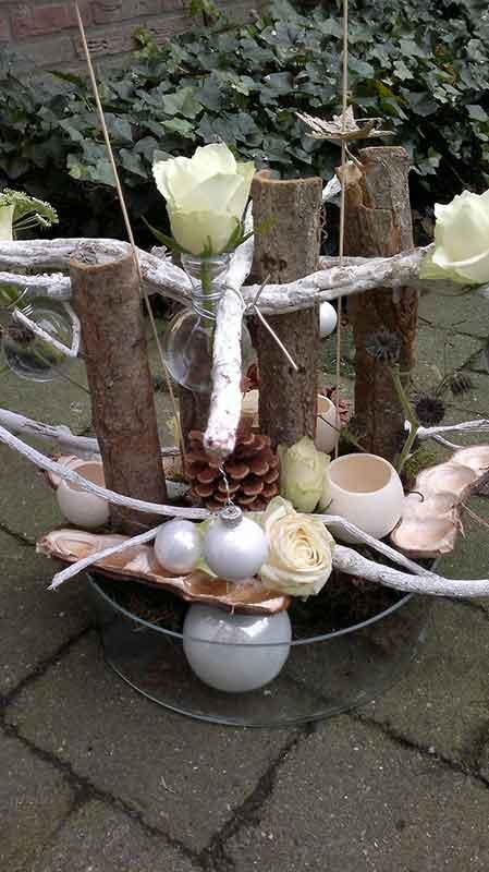 ellen-deelen-natuurlijke-bloem-creaties-workshop-kerst-schaal-opmaken-2
