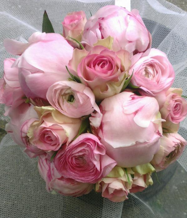 Ellen Deelen natuurlijke Bloem - creaties Bruidsboeket Biedermeier div. rose zomerbloemen_600x700