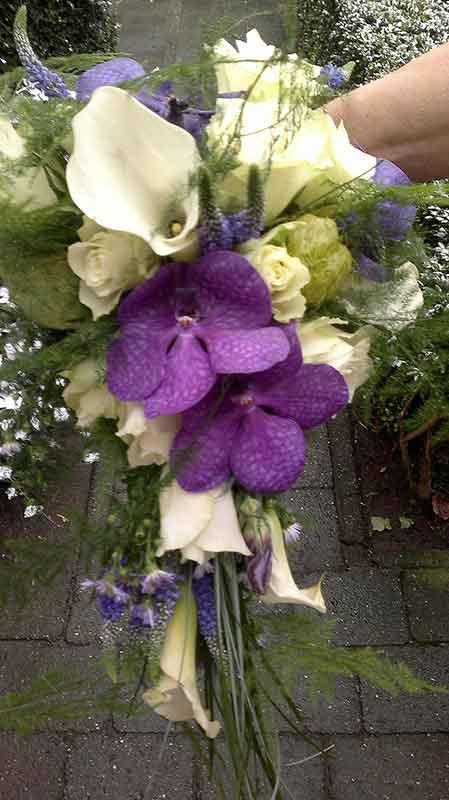 ellen-deelen-natuurlijke-bloem-creaties-bruidsboeket-met-vanda-orchidee
