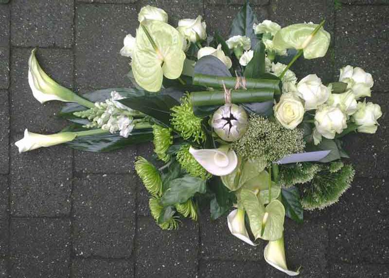 ellen-deelen-natuurlijke-bloem-creaties-graftoef-anthurium--en-witte-protea