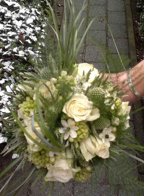 ellen-deelen-natuurlijke-bloem-creaties-bruidsboeket-biedermeyer-diverse-witte-bloemen