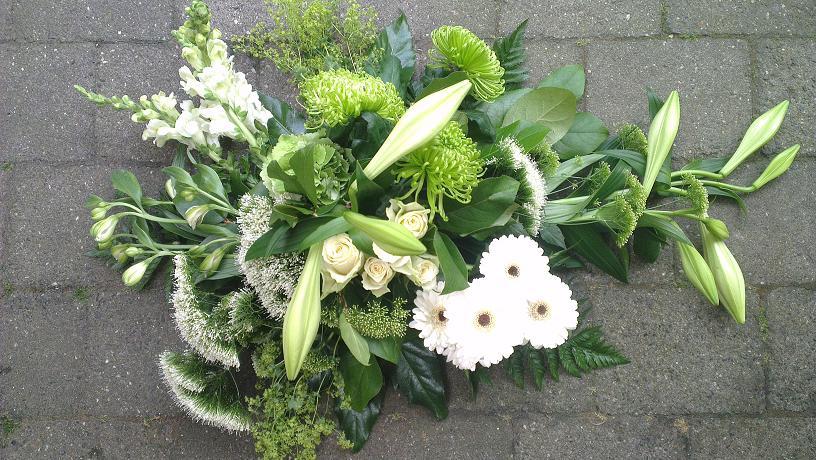Ellen Deelen natuurtlijke bloem-creaties wit traditioneel