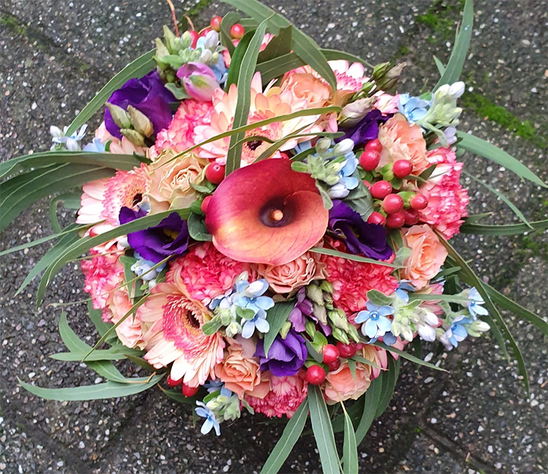 ellen-deelen-natuurlijke-bloem-creaties-biedermeier-met-paarse-lysianthus