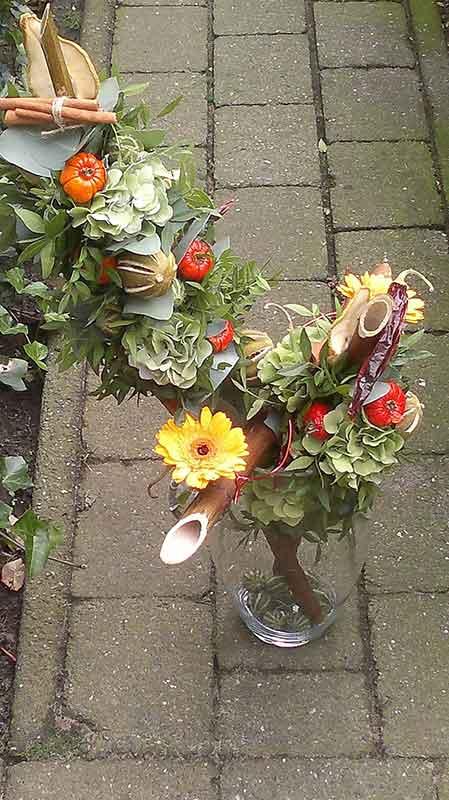 ellen-deelen-natuurlijke-bloem-creaties-vaas-opgemaakt-met-takken-en-herfstmateriaal1