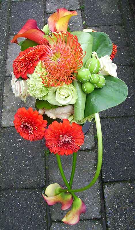 ellen-deelen-natuurlijke-bloem-creaties-bruidsboeket-modern-met-calla-en-gerbera