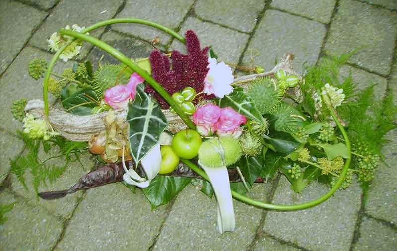 ellen-deelen-natuurlijke-bloem-creaties-graftoef-modernmet-hersftvruchtenbewerkt1