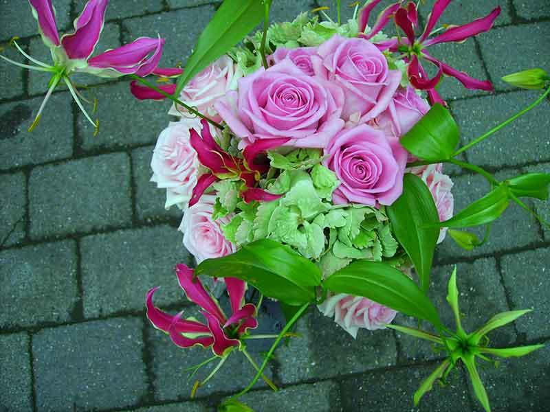 ellen-deelen-natuurlijke-bloem-creaties-bruidsboeket-met-gloriosa