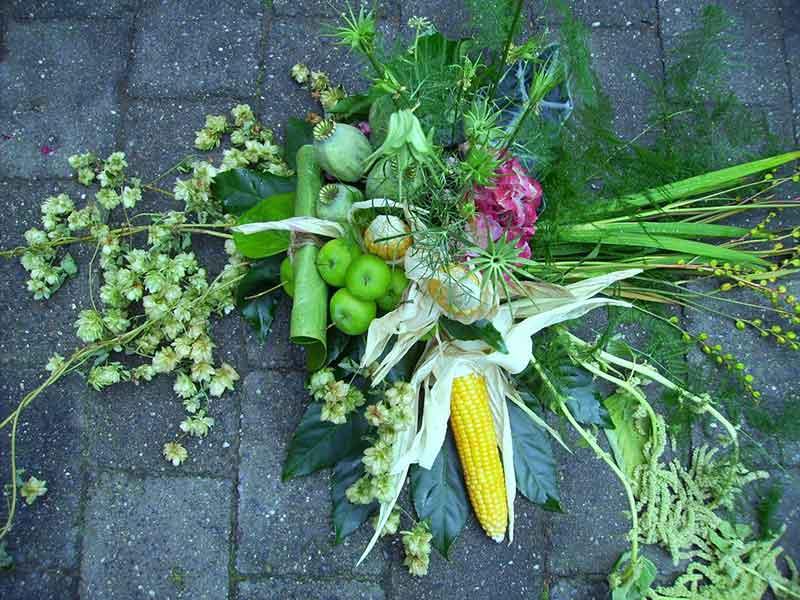 ellen-deelen-natuurlijke-bloem-creaties-autotoef-passend-bij-herfstboeket