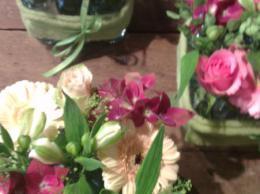 Ellen Deelen natuurlijke Bloem - creaties 3 flesjes vrolijk opgemaakt met seizoensbloemen vanaf € 7,95_451x800