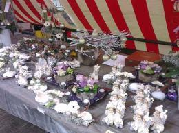 ellen-deelen-natuurlijke-bloem-creaties-dickensnight-aangeklede-marktkraam