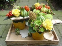 ellen-deelen-natuurlijke-bloem-creaties-zijaanzicht-bloemstuk-met-bloementaartjes1