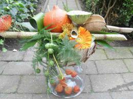 ellen-deelen-natuurlijke-bloem-creaties-vaas-opmaken-met-tempexbol