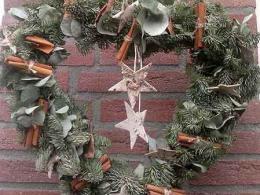 ellen-deelen-natuurlijke-bloem-creaties-workshop-kerst-kersthanger-b