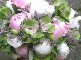 Ellen Deelen natuurlijke Bloem - creaties bruidsboeket biedermeier rose pioenrozen en HortensiaIMAG1716_1_600x687