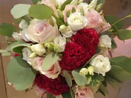 bruidsbloemwerk-bloemcrea-roze-witte-rozen