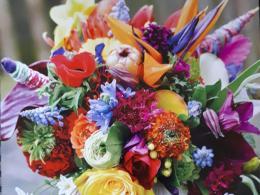 ellen-deelen-natuurlijke-bloem-creaties-bruidsboeket-van-vrolijke-zomerbloemen