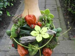 ellen-deelen-natuurlijke-bloem-creaties-pot-opmaken-met-herfst-materialen