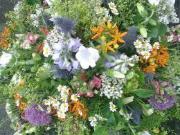 Ellen Deelen natuurlijke bloem-creaties biedermeier zomerse materialen