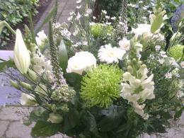 ellen-deelen-natuurlijke-bloem-creaties-aankleding-boeket-glazen-vaas-breed
