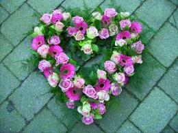 ellen-deelen-natuurlijke-bloem-creaties-grafstuk-open-hart