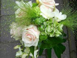 ellen-deelen-natuurlijke-bloem-creaties-bruidsboeket-met-witte-orchidee